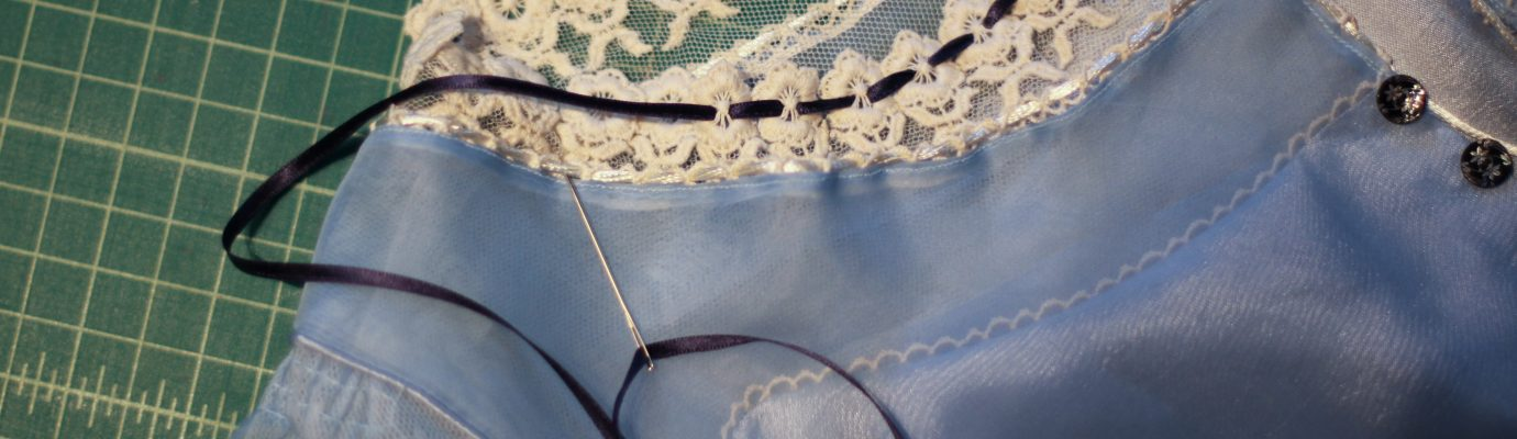 Into the Seams of Alice – Down the Hole Dress – Part 1: The Bodice